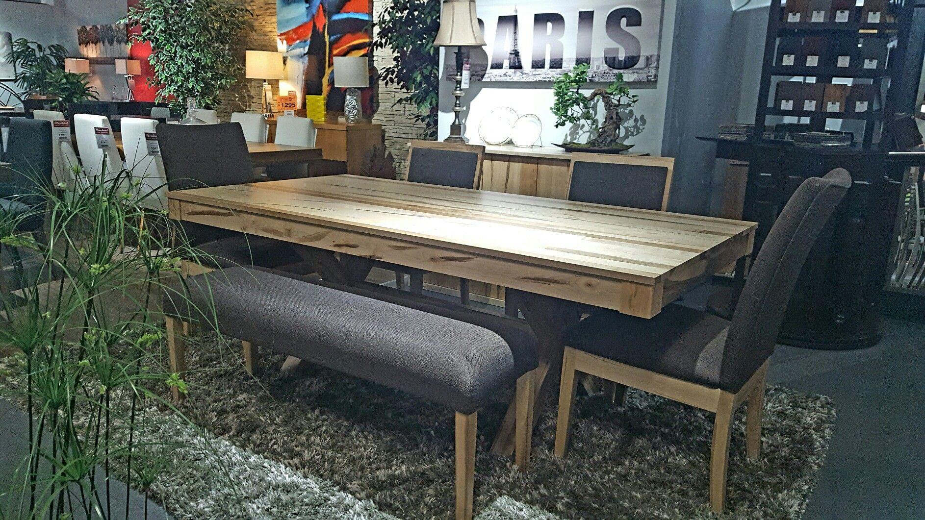 Ville De Val D Or Mobilier De Salon Table Et Lumiere De Lampe