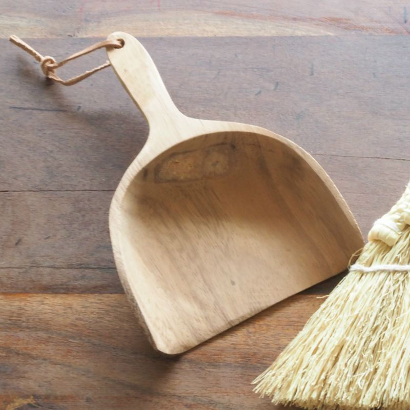 こんばんは。 Holding hands Heart です。   【新商品入荷】「 ACACIA WOOD ダストパン 」   ウッドの温もりある質感がナチュラルで優しい雰囲気のミニちりとりです。  デスクまわりのお掃除やお食事後のテーブルに残ったパンくず等のお掃除に。   http://kanden43.tokyo/shopdetail/000000000070/    #新商品  #ACACIA  #アカシア  #WOOD   #ウッド  #ダストパン  #ミニちりとり  #お掃除  #ナチュラル  #リンネル  #天然生活  #ナチュラン  #大人のおしゃれ手帖