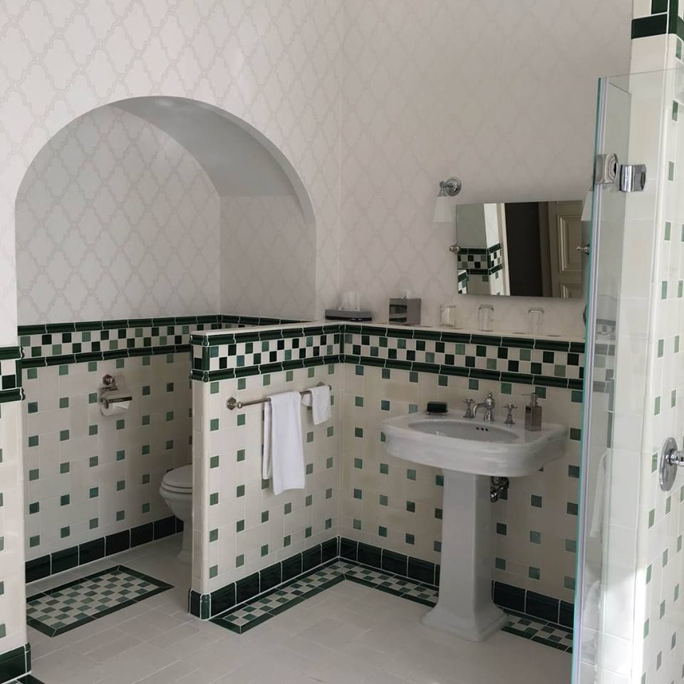 Salle de bain style Camondo art deco rectangle/cabochons | Art deco ...