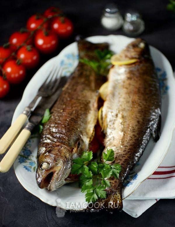 Форель, запеченная в духовке целиком | Рецепт | Кулинария ...