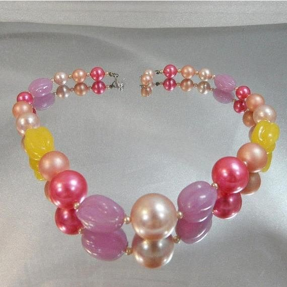 Pearl Necklace. Pink Purple Yellow Beaded Necklace. Pink Lavender Yellow Blush Pearl. Pastels. Japan. waalaa. Necklaces for Women This beaded necklace is just gorgeous!  It features a single strand necklace with graduated faux pearls in shades of hot pink, light pink, and blush with purple lav...