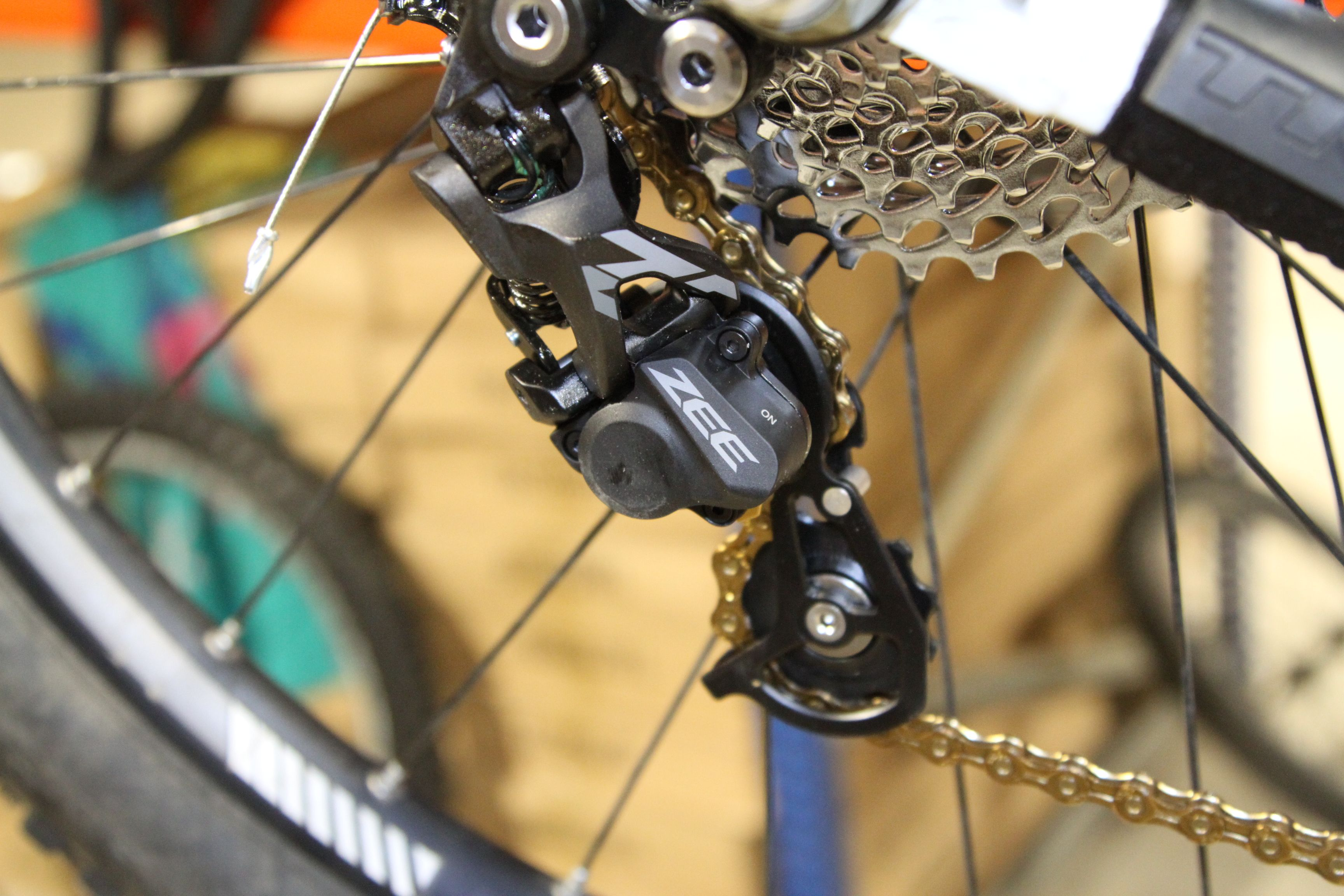Shimano Zee Wide Ratio Rear Mech Avec Un Clutch Nice Http Www
