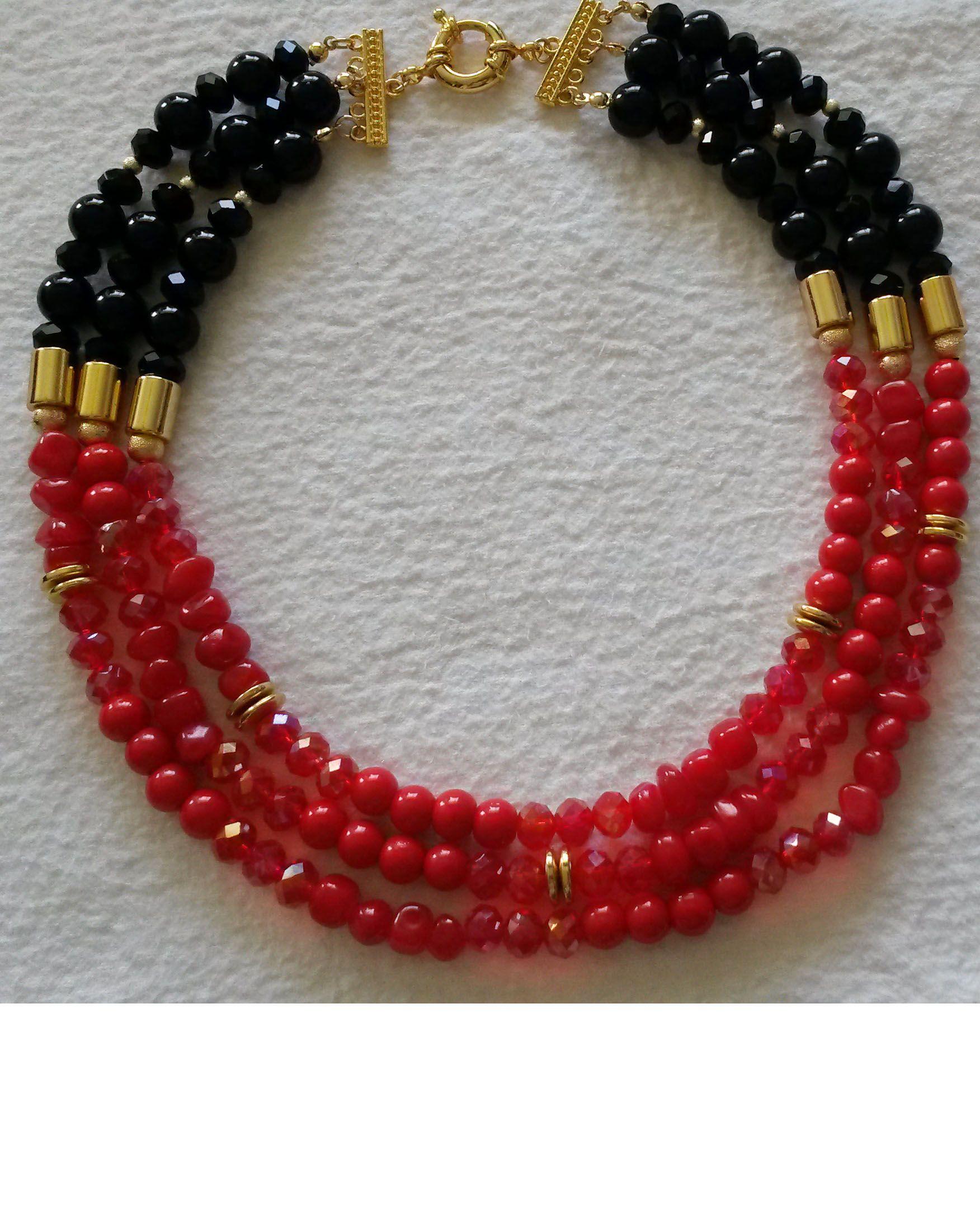 Collar gargantilla de 3 vueltas elaborado en cristales , piedras jade y perlas  rojas y negras