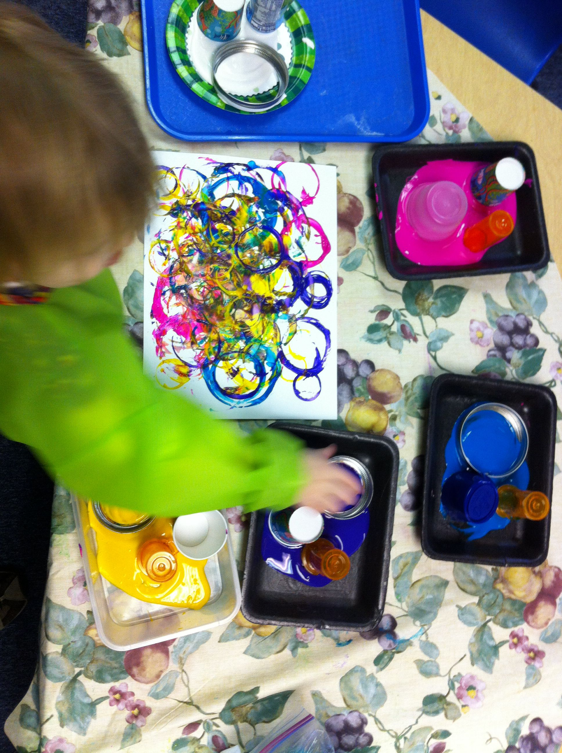 Circle Artwork for preschoolers. I used recycled circle containers ...