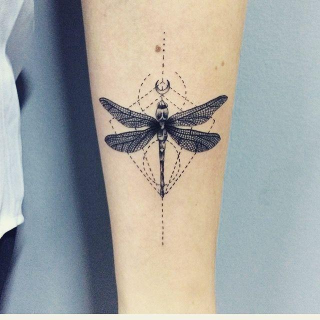 Minha Tattoo de libélula. Trabalho lindo da tatuadora Jessica Umeda ...