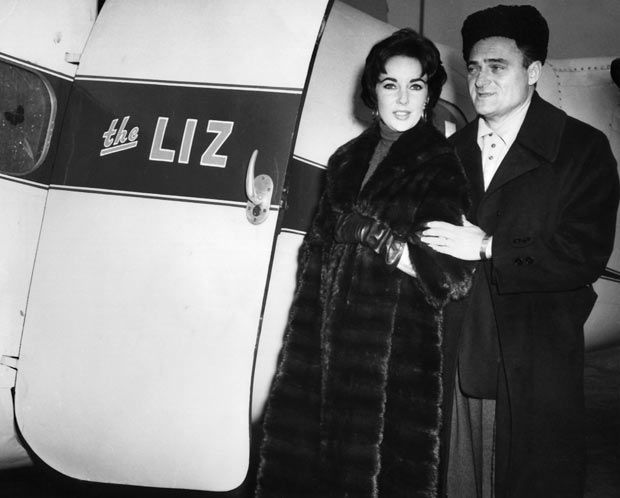 1958: Elizabeth Taylor and third huband Mike Todd pose ...