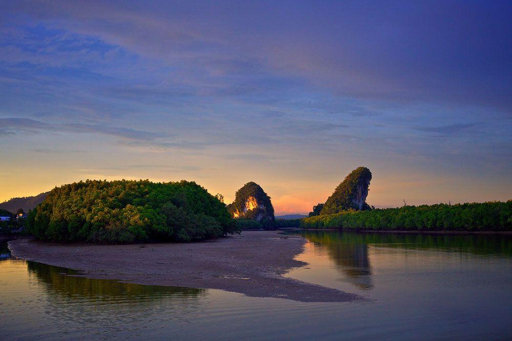 Khao-Kanap-Nam (Twin Mountain)