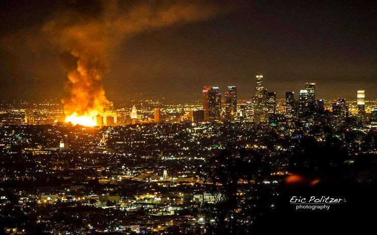Paralia News Breaking News Stis Floges Parado8hke Ena Oloklhro Oikodomiko Tet Pictures Of The Week Pictures Downtown Los Angeles