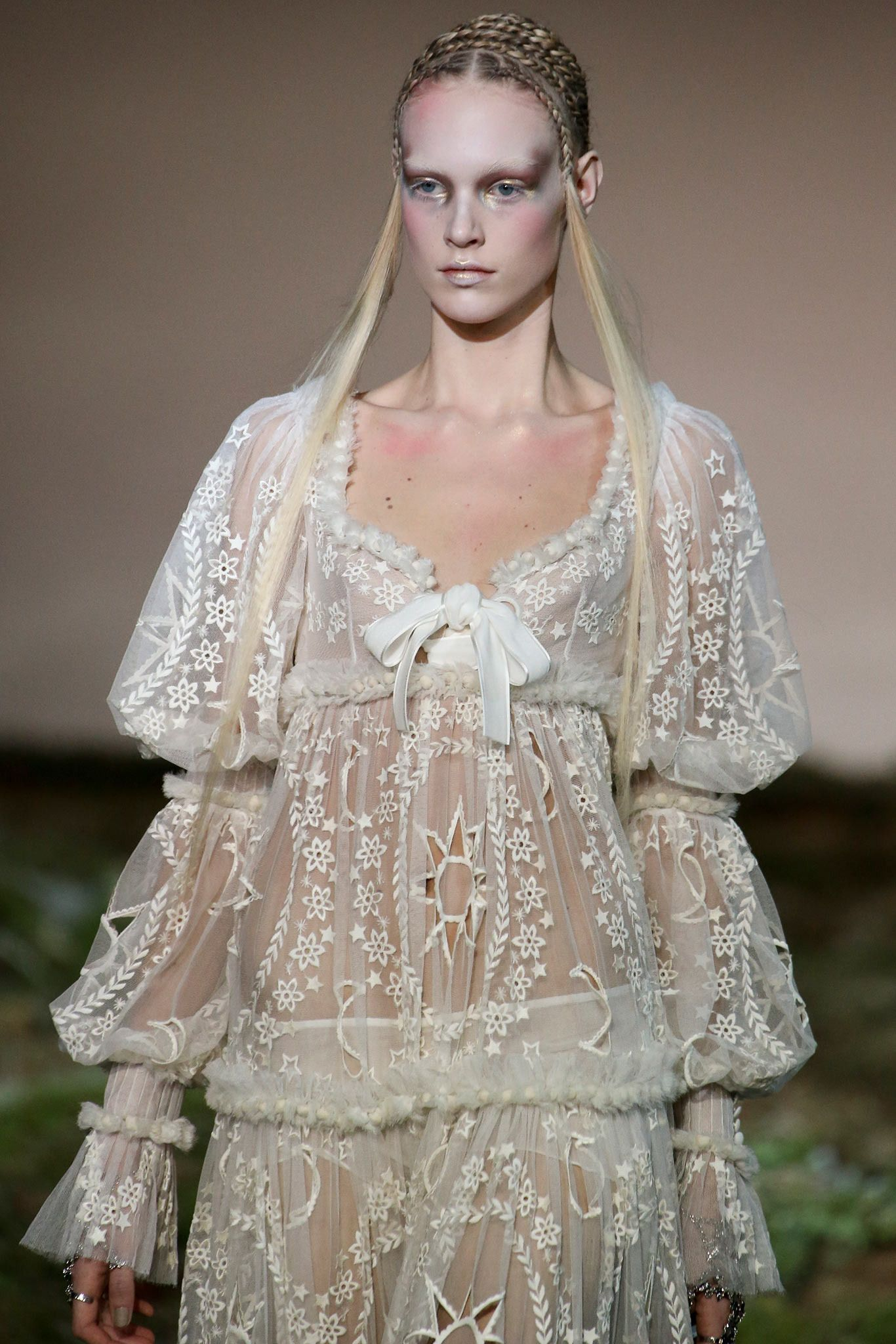 Alexander McQueen Fall 2014 Ready-to-Wear - Collection - Gallery - Style.com fdbd5110a2