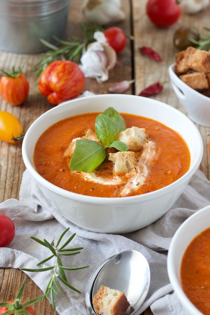 Tomatensuppe - Paradeisersuppe Tomatensuppe Rezept - Tomatensuppe mit frischen Tomaten aus dem Garten. // tomato soup recipe - make your own homemade tomato soup with this easy and delicious recipe. // Sweets & Lifestyle®️️