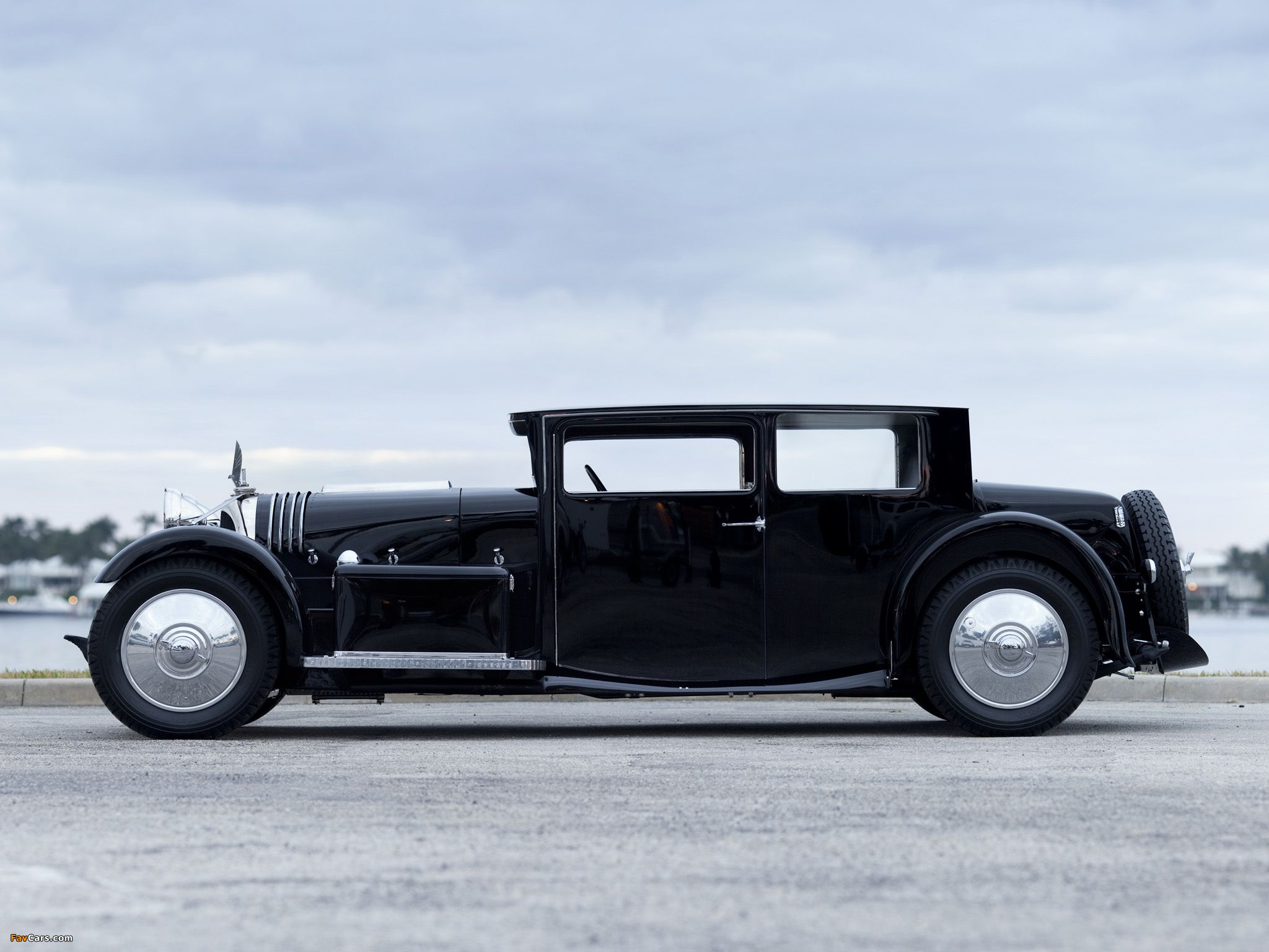 Car Rental Gatwick:- 1931 Voisin C20 'Mylord' Demi-Berline  -   There is no denying Gabriel Voisin's creations were far from conventional, but a closer look at the remarkable vehicles will reveal that they are a unique combination of technical and artistic excellence www.car-hire-uk-reviews.com