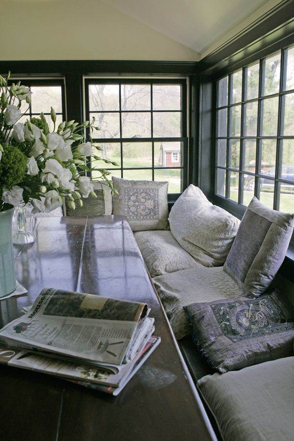 Awesome Grand Room Window Seat Banquet Feather Pillows Dark Dailytribune Chair Design For Home Dailytribuneorg
