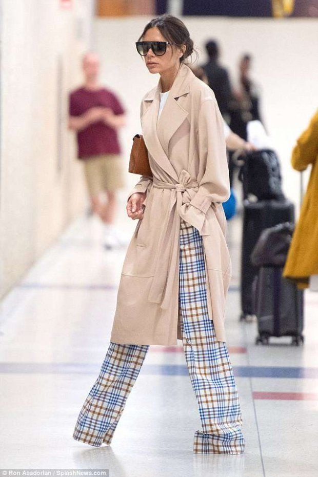 Виктория Бекхэм засветила стильную одежду в аэропорту Нью ...