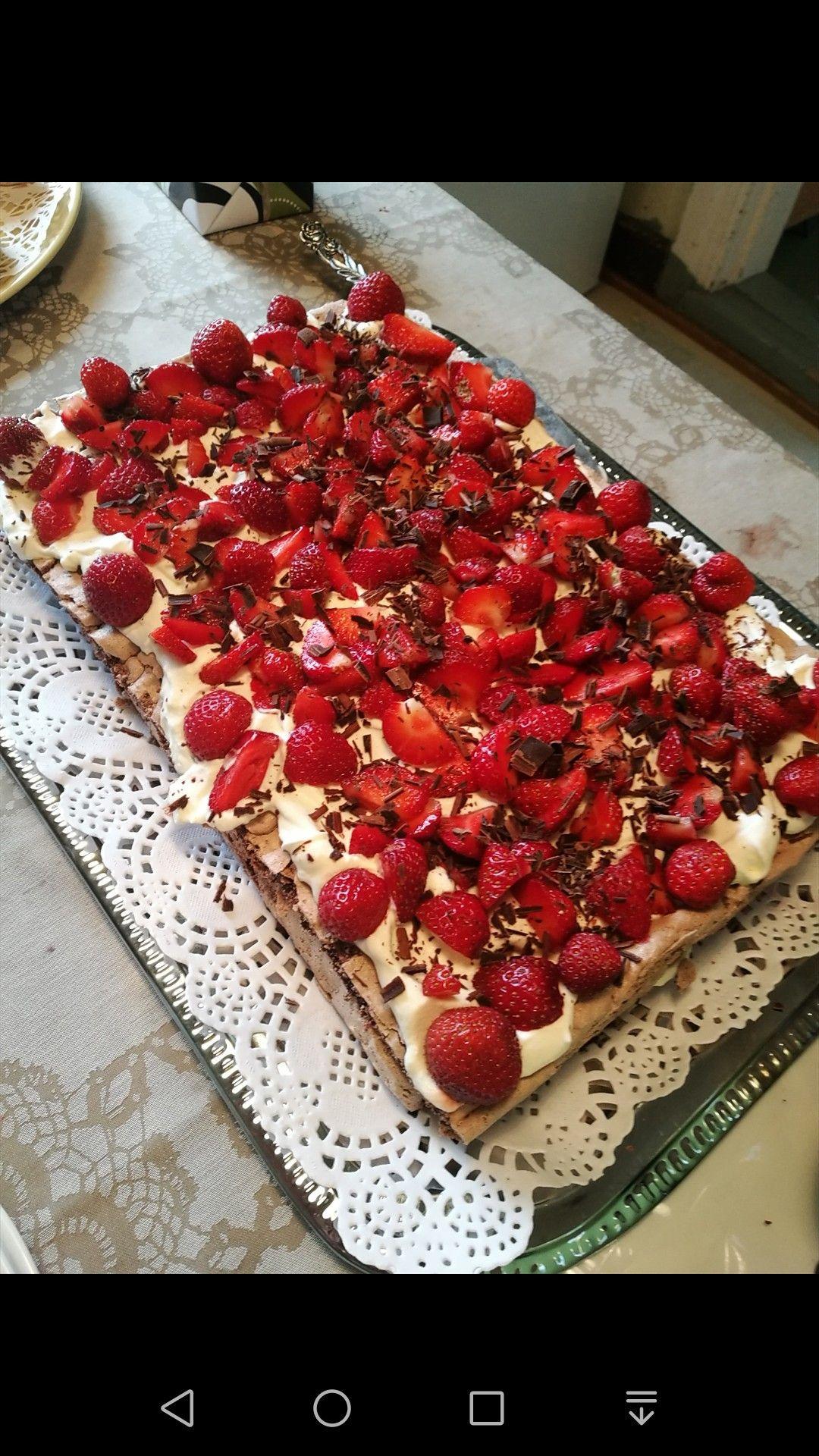 Kesän suosituin kakku: suklainen marja pavlova ❤