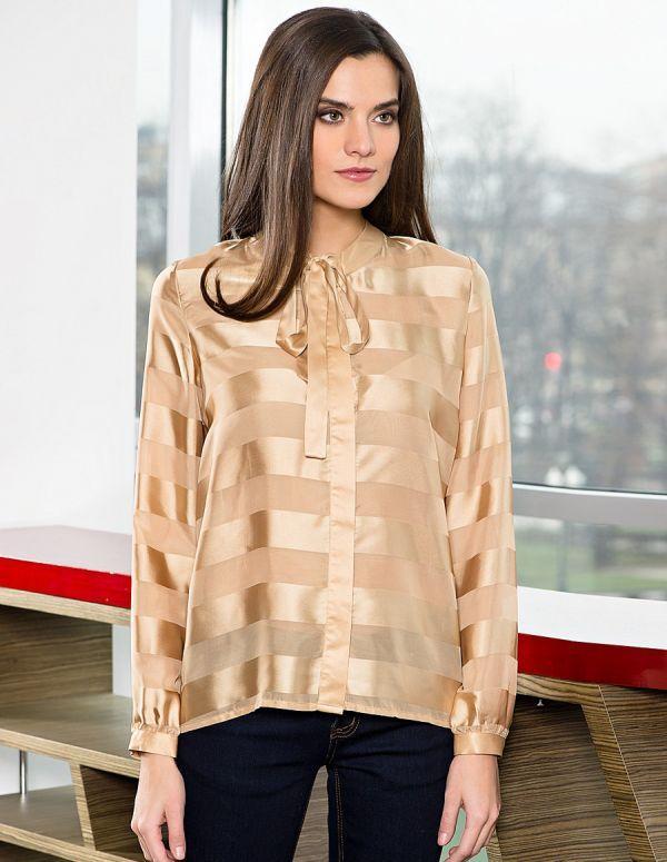 f6b8b3eaff3 Праздничная бежево-золотистая блузка свободного покроя с рисунком в  полоску. Игра фактур и бант