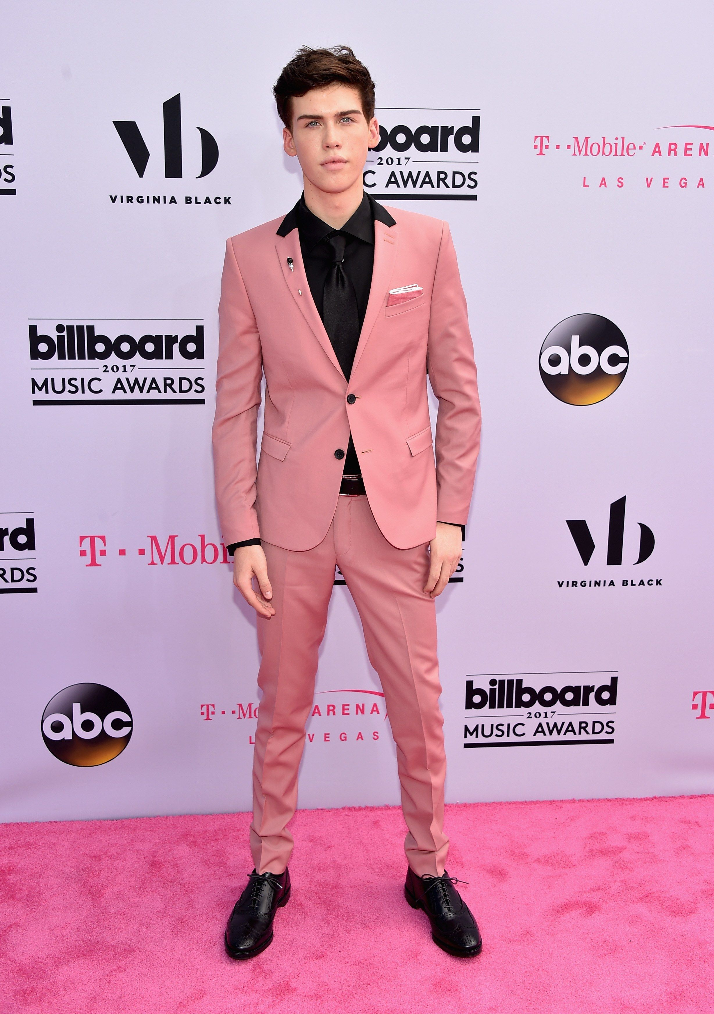 Billboard Music Awards 2017: Fashion—Live From the Red Carpet