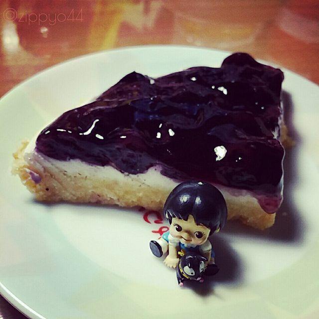 Homemade blueberry cheese pie & Akane kewpie :)