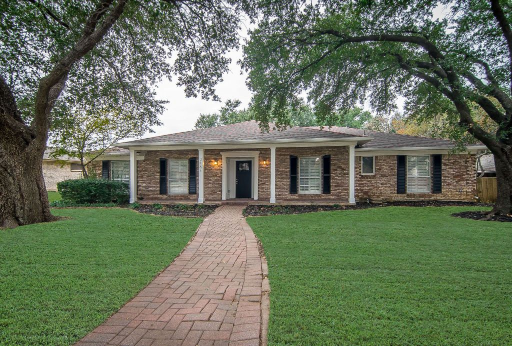 Ranch Style Brick Home. Traditional Style Home. Red Brick