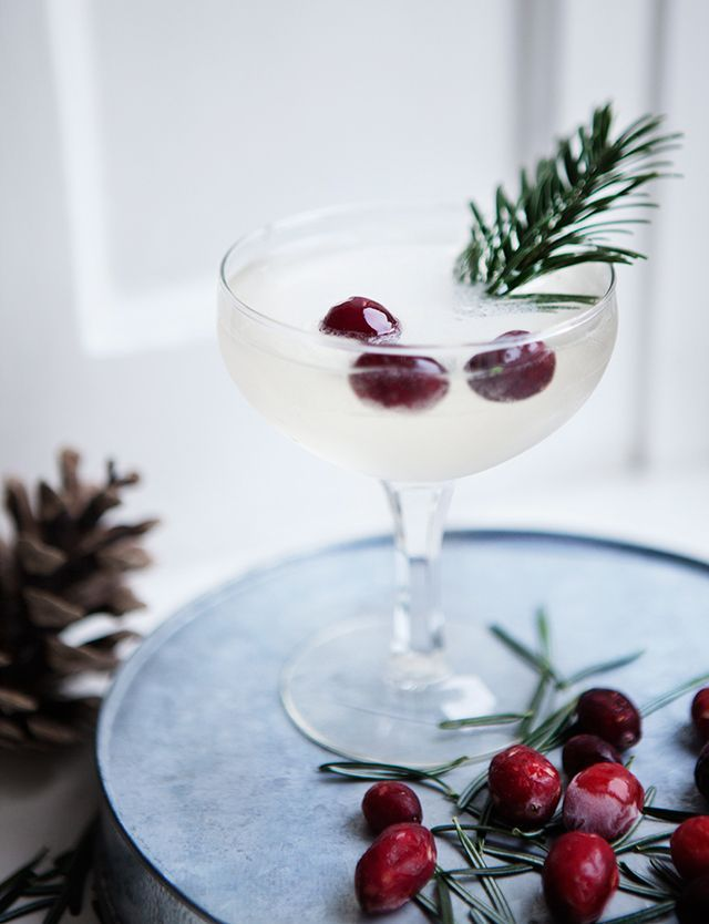 Christmas Cocktail | Recipe | Christmas cocktails ...