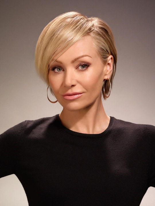 Arrested Development Lindsay See Best Of Photos Of The Fox Comedy And Netflix Show Portia De Rossi Short Hair Short Hair Styles Portia De Rossi Hair