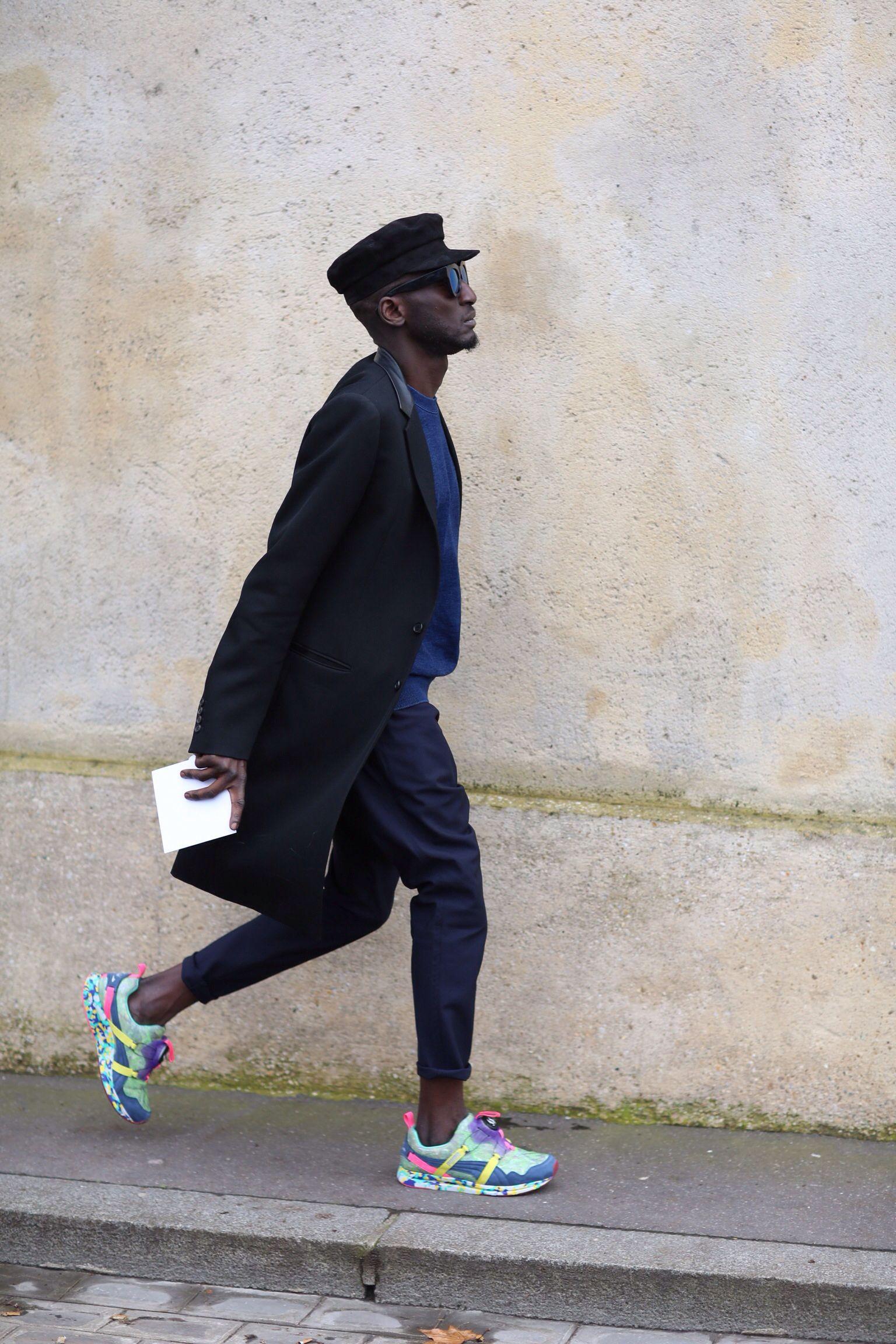 3. Menswear: Farbenfrohes Männer Outfit dank Trend Sneaker. #BeardHype