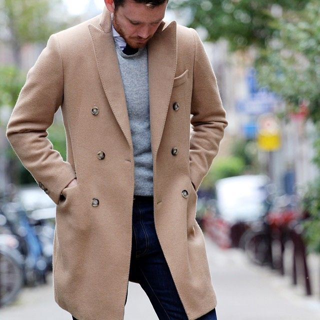 Our double breasted coat made from a 100% cashmere Loro Piana fabric.