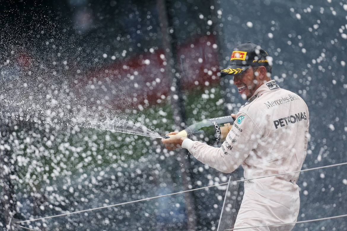 #OnThisDay in 2016... @LewisHamilton scores his first #AustrianGP win! 🏆🇦🇹 Can he double up at Spielberg in 2017? #OTD @F1 @MercedesAMGF1