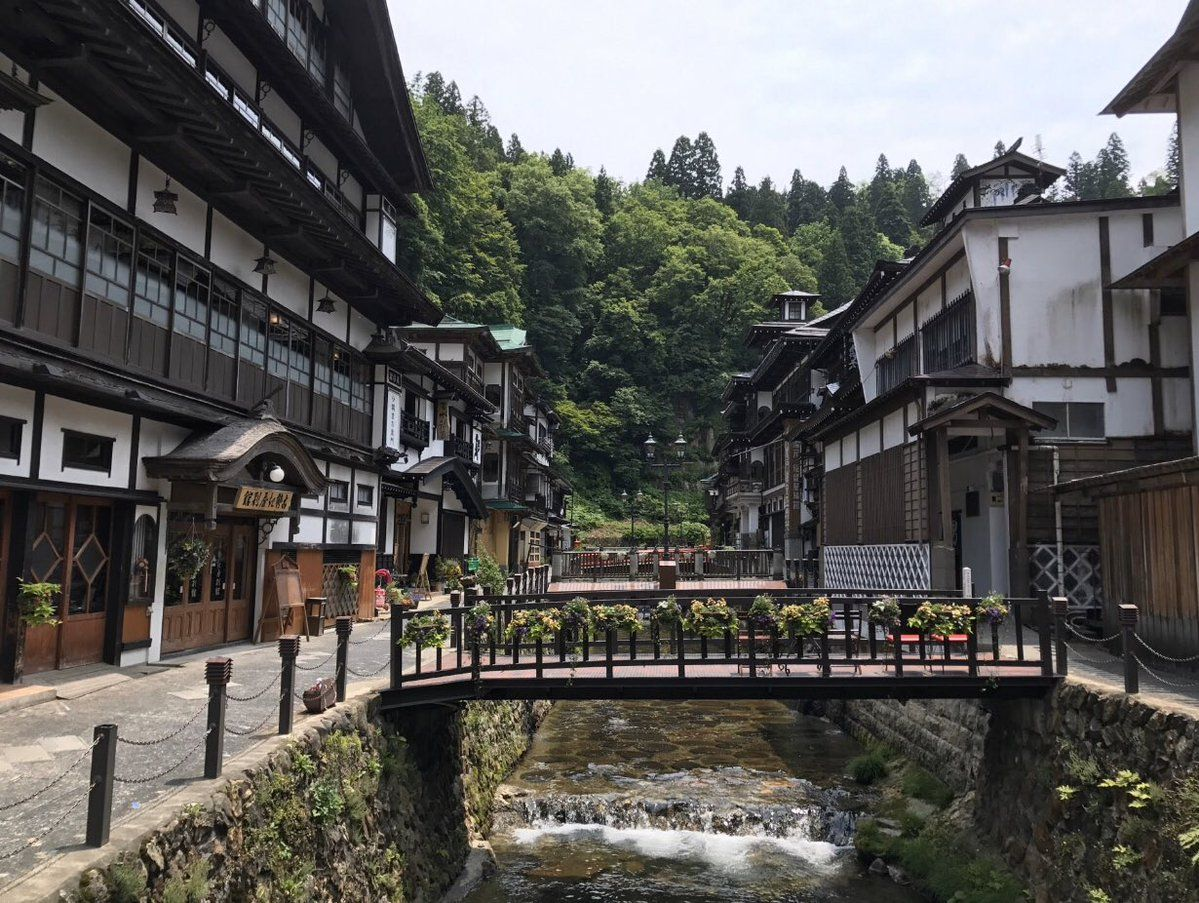 Spirited Away In Winter A Japanese Hot Spring Town That Feels Frozen In A Bygone Era 銀山温泉 日本旅行 雪 景色