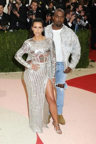 Kanye West Sparkles At Met Gala Red Carpet In Blue Contacts Larry Busacca Getty Images Even Kanye West S E Met Gala Looks Met Gala Outfits Met Gala Dresses