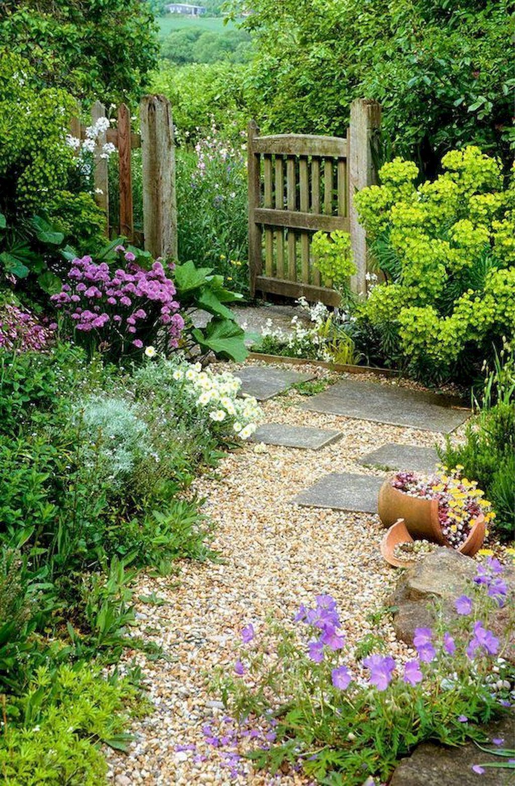 01 Stunning Small Cottage Garden Ideas For Backyard Landscaping Homekover Small Cottage Garden Ideas Gravel Garden Cottage Garden Design