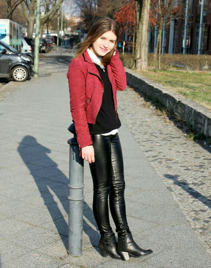 Leather pants and ankle boots outfit   Leather  latex leggings ... 2dacce4563