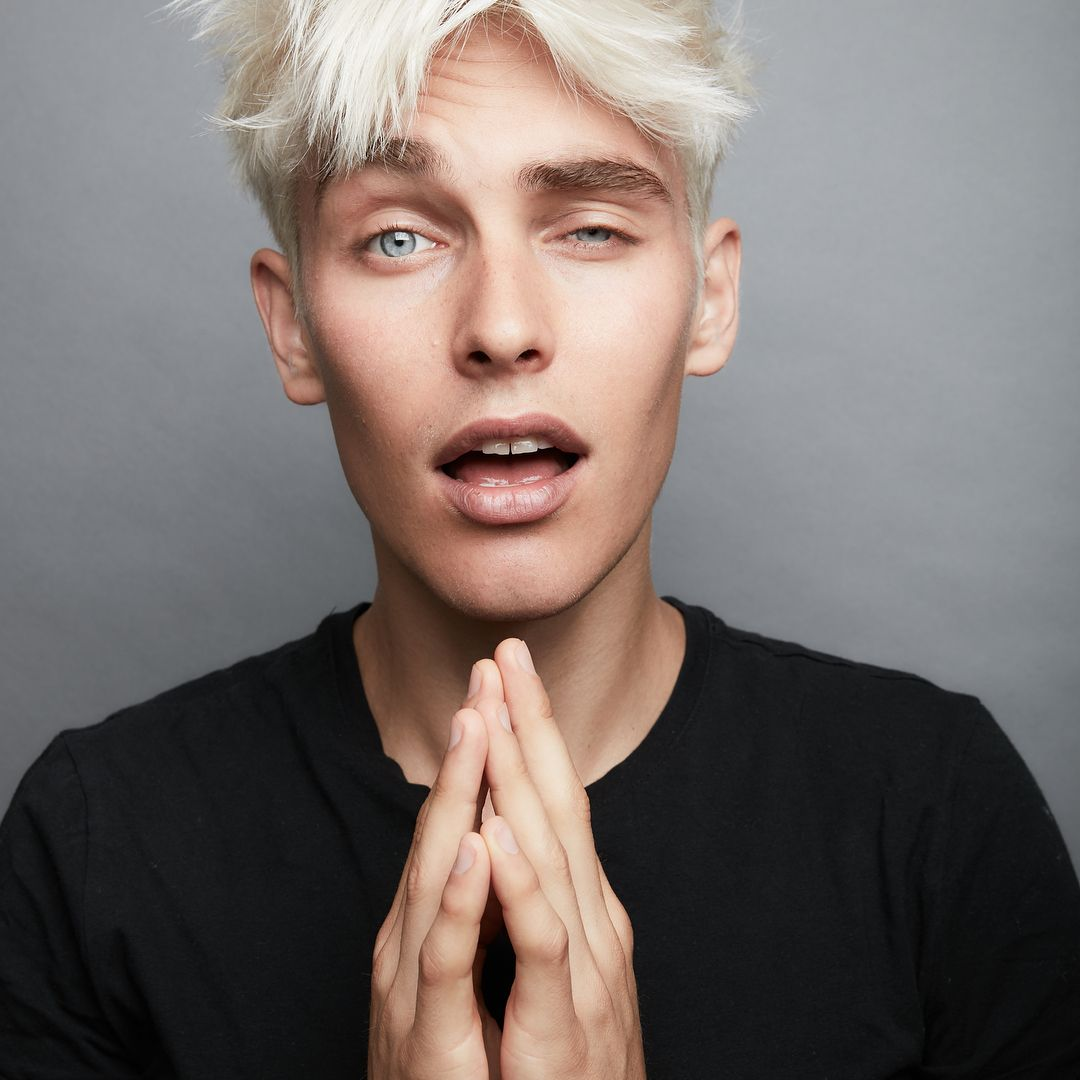 Pin by Mncoffeywarm on Site models White hair men