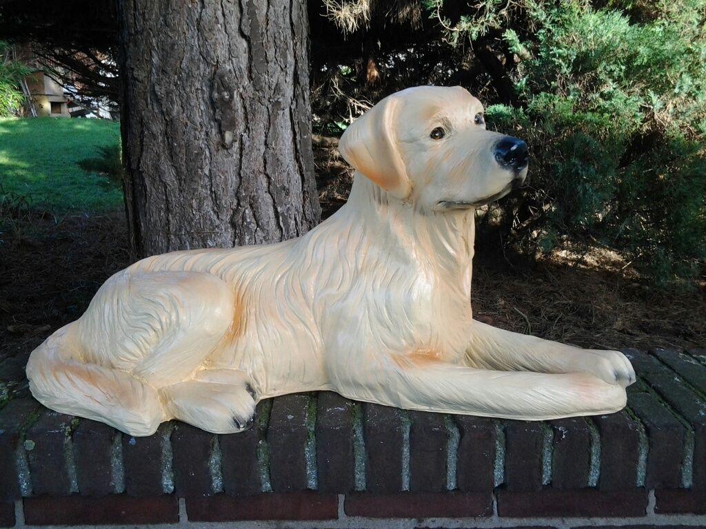 Lebensgrosse Und Lebensecht Aussehende Hundefigur In Form Eines Golden Retrievers Diese Figur Kann Man Auch In Schwarz Oder Braun Hunde Figur Golden Retriever