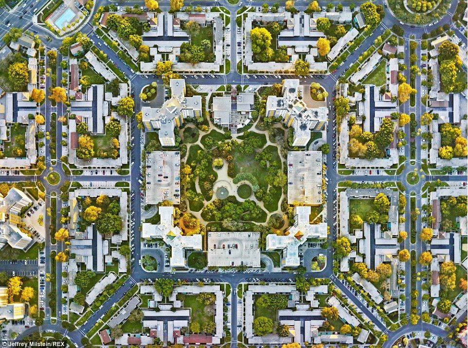 Photographer jeffrey milstein 39 s series captures 39 god 39 s eye view 39 of us apartment complexes Urban planning and design for the american city