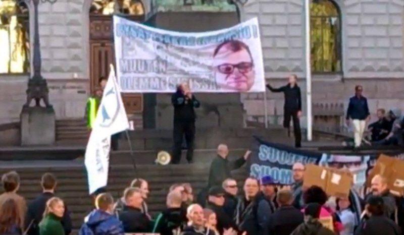 Mielenosoitus Helsinki - Rajat kiinni! -mielenosoittajat eivät ole aiheuttaneet minkäänlaista häiriötä.