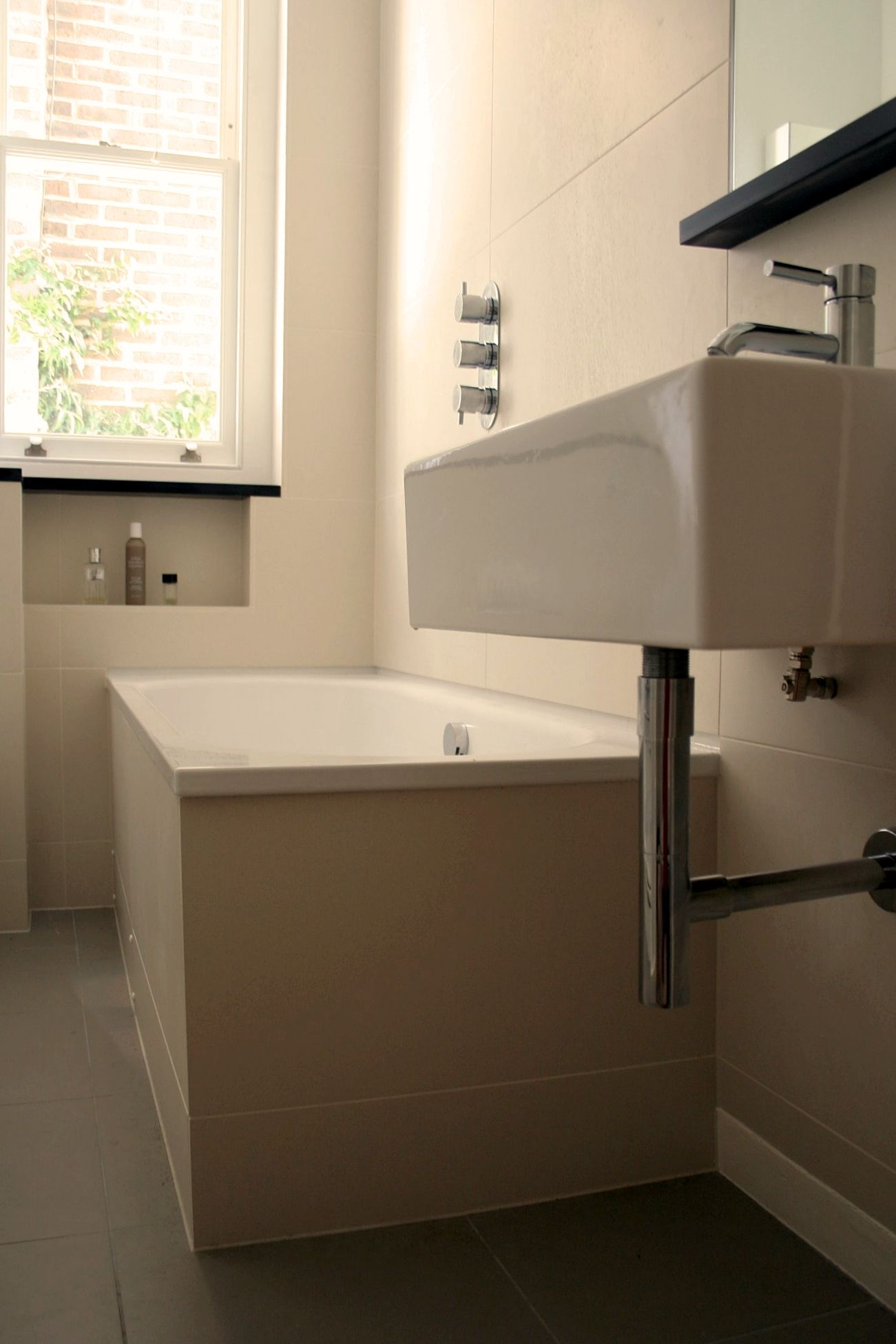 Two-way-thermostatic-divertor-valve-with-a-bath-filler-and-fixedhead ...