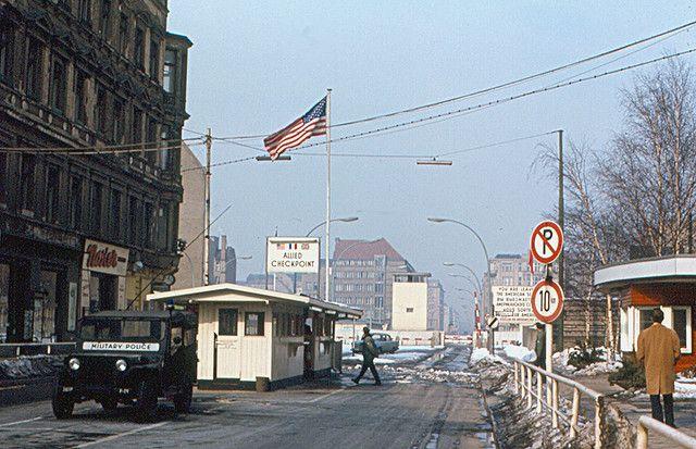 Berlin Checkpoint Charlie 1970 Checkpoint Charlie West Berlin Berlin
