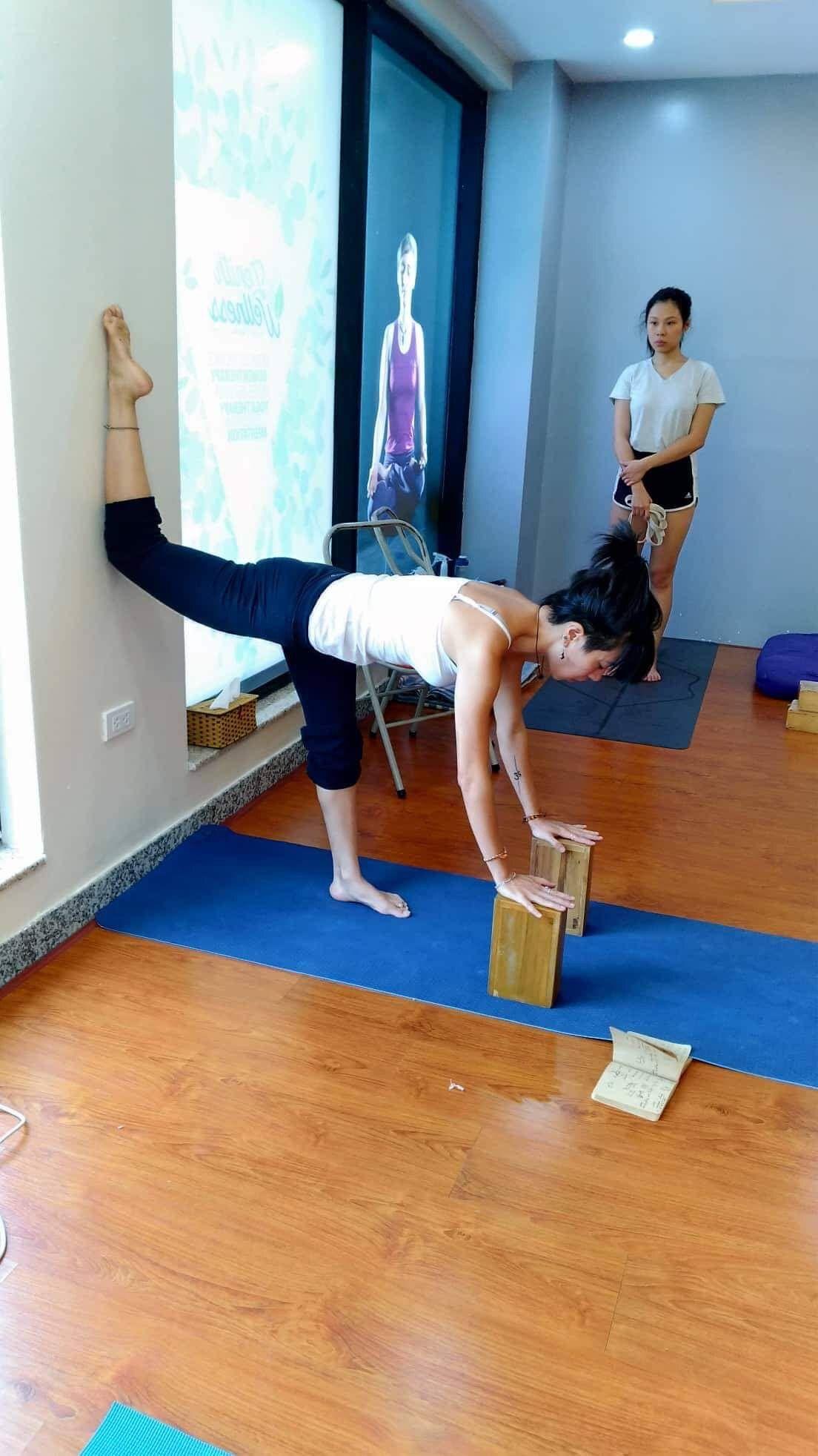 Pin by Thuy Nguyen on Yoga | Wall yoga, Yoga moves ...