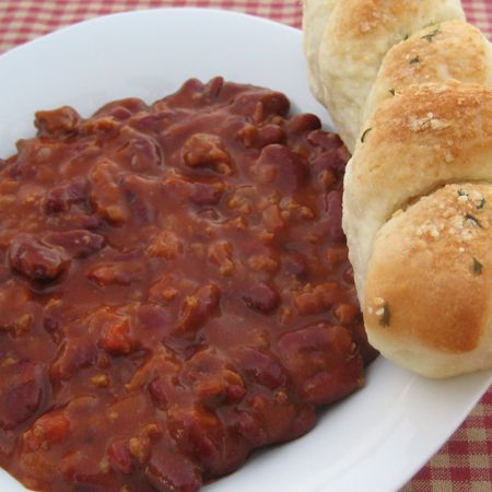 sweet chili with divine breadsticks Sweet Chili Sweet Chili In a soup pot, brown: 1 pound hamburger 1 medium onion Drain off grease. Then add: 5 (15 oz) cans of Kidney Beans, undrained 2 (6 oz.) cans tomato paste 2 cans tomato soup 4 tsp. chili powder 3/4 cup brown sugar Simmer for 1 hour.