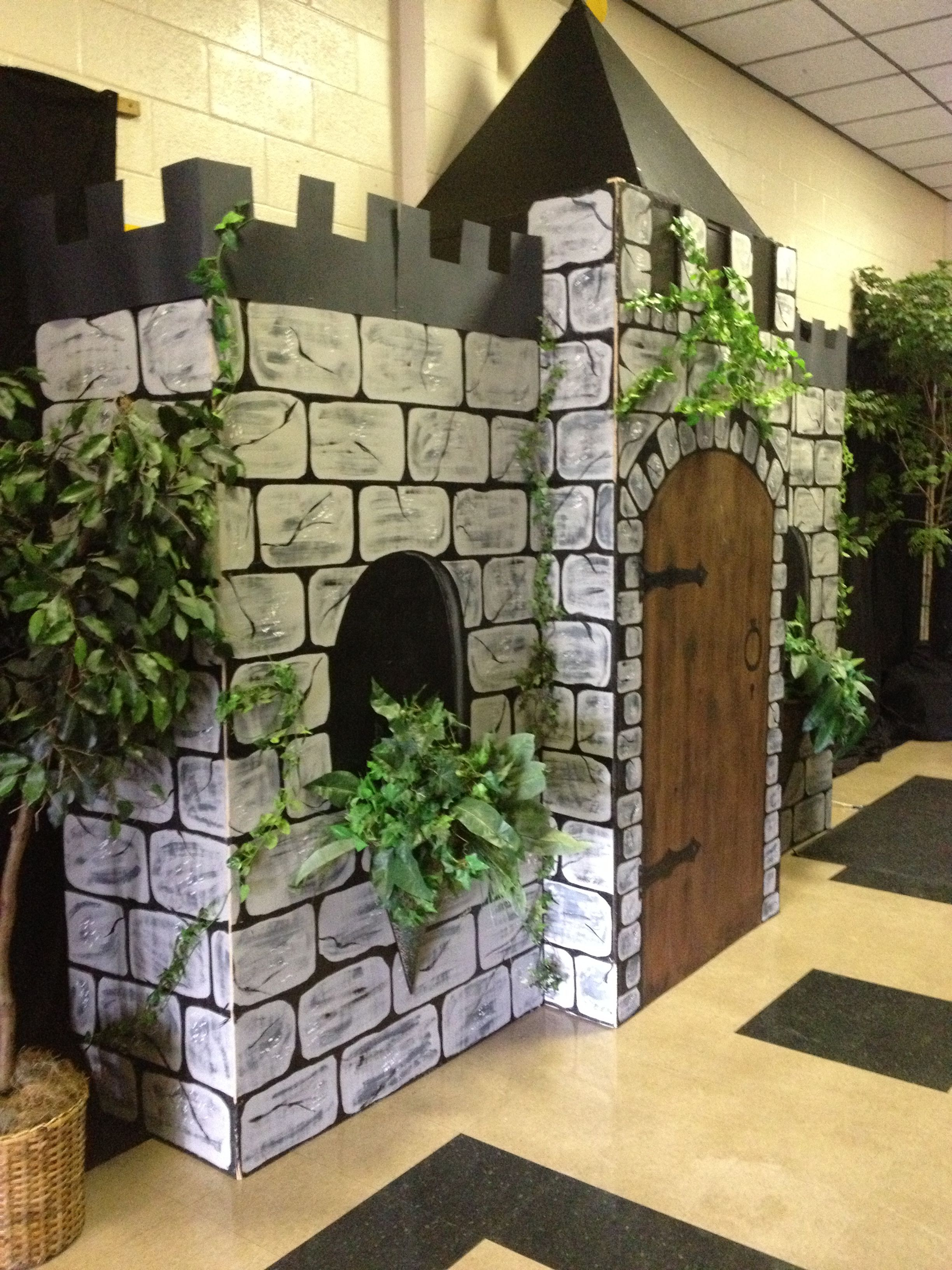 Castle For Homecoming Decor Bishop Verot My Own Pins Cardboard Castle Castle