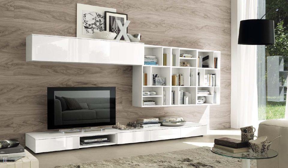 Soggiorno bianco lucido parete piastrelle effetto legno idee per