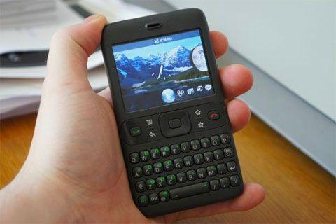 #CuriosidadTecnologica Primer prototipo de Android en 2007, el Google Sooner, más parecido a BlackBerry que a iPhone.