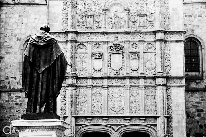 As 100 Sacras: Dia 5 - Estátua do Frei Luis de León no Pátio de las Escuelas de Salamanca, Espanha