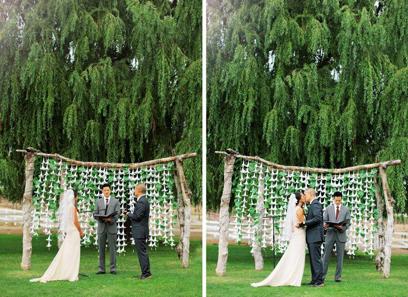 joli mariage rustique partie 2 arche en bois guirlande de fleurs et mariage champetre. Black Bedroom Furniture Sets. Home Design Ideas