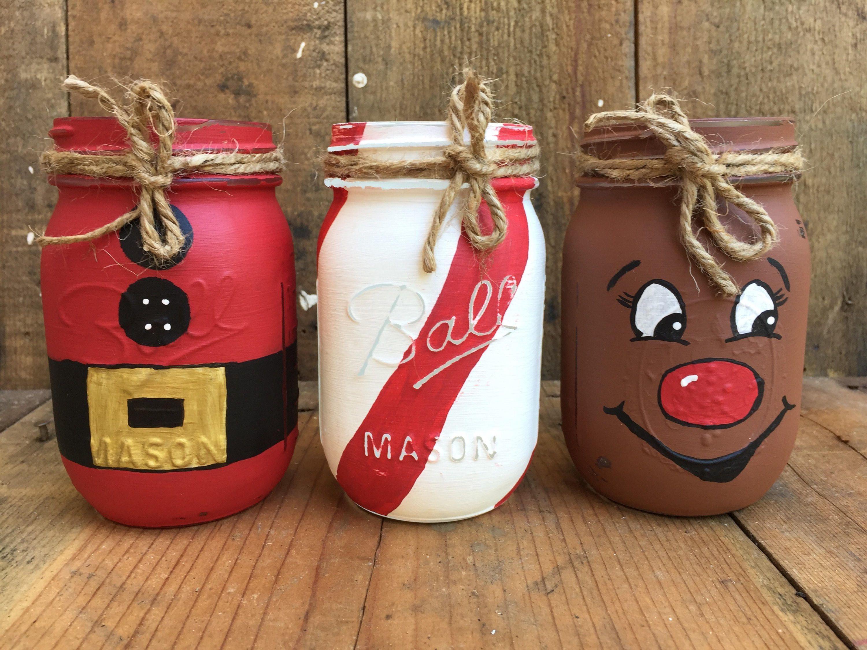 Painted mason jars, Christmas mason jar, santa jar, candy cand jar, rudolf jar, distressed mason jar #paintedmasonjars