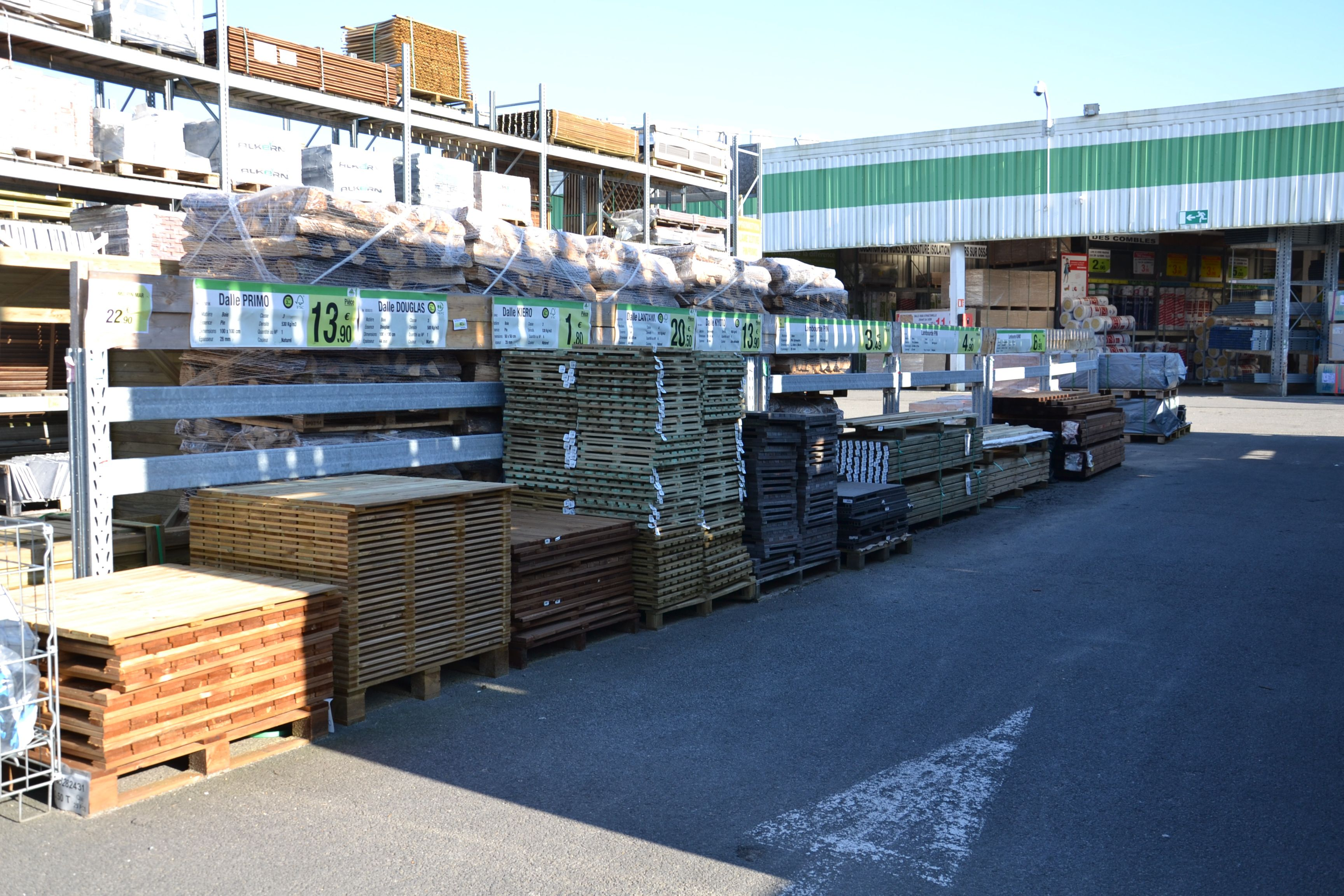Magasin bricolage une alle du magasin with magasin for Magasin castorama toulouse