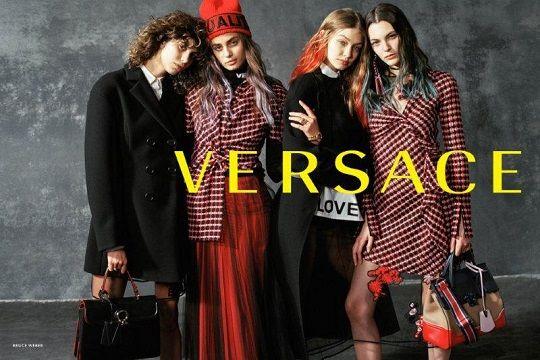 Versace presenta la campagna scattata da Bruce Weber per l Autunno Inverno  2017. Ideata da Donatella Versace, è un potente manifesto di unità e  ottimismo. 3f7705b5d1