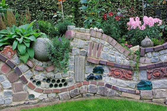 Ruinenmauer Im Garten ruinenmauer aus alten mauerziegeln erhöhte pflanzbeete