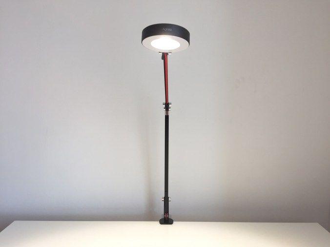 Test de la lampe de bureau led aglaia à bras articulé