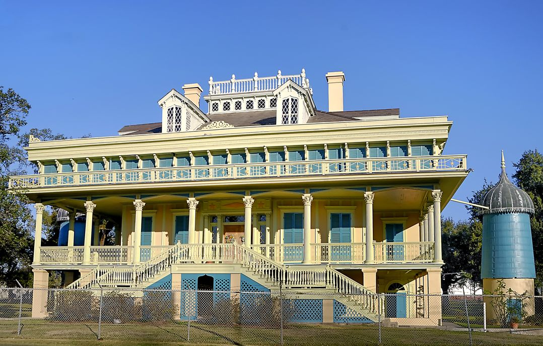 Pin by Patricia Mock on PAINTED LADIES Southern mansions